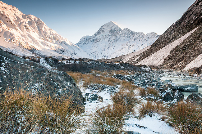 Aoraki Mt. Cook 3724m highest mountain in New Zealand and Hooker River at winter sunrise, Aoraki Mt. Cook National Park, Mackenzie Country, UNESCO World Heritage Area, New Zealand, NZ