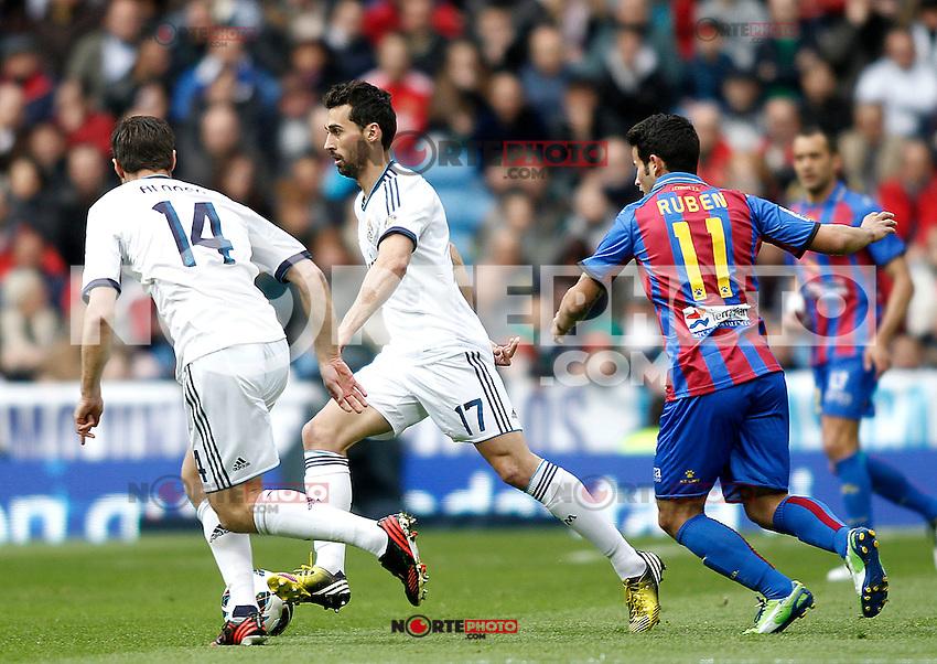 Real Madrid's Xabi Alonso (l), Alvaro Arbeloa and Levante's Ruben during La Liga BBVA match. April 6, 2013.(ALTERPHOTOS/Alconada)