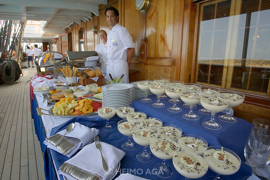 The Sea Cloud at Agios Nikolaos. Chef de Cuisine Eva Eppard (l.) and her Sous-Chef with the lunch buffet.
