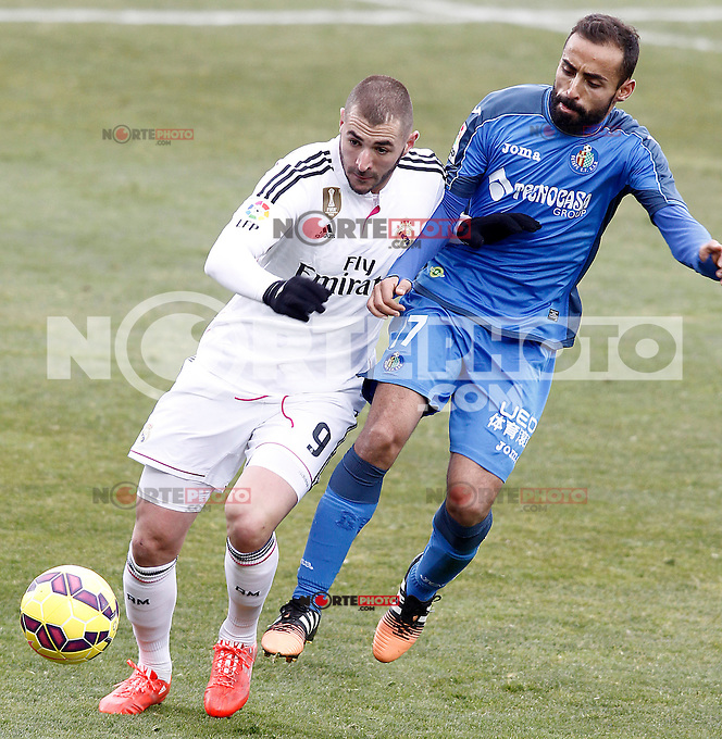 Getafe's  Diego Castro (r) and Real Madrid's Karim Benzema during La Liga match.January 18,2013. (ALTERPHOTOS/Acero) /NortePhoto<br />