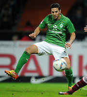 FUSSBALL   1. BUNDESLIGA   SAISON 2011/2012   23. SPIELTAG SV Werder Bremen - 1. FC Nuernberg                   25.02.2012 Claudio Pizarro (SV Werder Bremen)  Einzelaktion am Ball