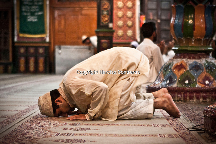 Kashmri muslim man praying at a dastgir saheb shrine of a sufi saint