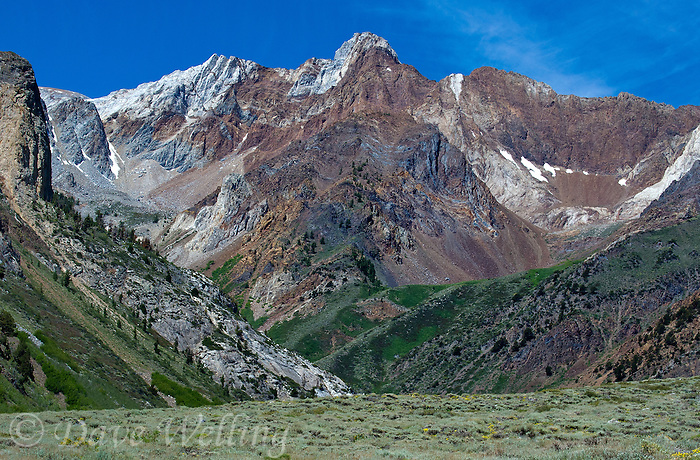 742900661 magnificent mountain formations in the eastern sierras from mcgee canyon in mono county california
