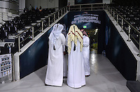 FUSSBALL INTERNATIONAL Supercoppa Italia Finale 2014 in Doha  Juventus Turin - SSC Neapel         22.12.2014 Katarische Ordner am Eingang des Al Sadd Stadion