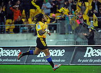 Ma'a Nonu scores his second try during the Super Rugby match between the Hurricanes and Chiefs at Westpac Stadium, Wellington, New Zealand on Saturday, 16 May 2015. Photo: Dave Lintott / lintottphoto.co.nz