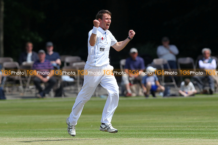 Tony Palladino of Derbyshire celebrates the wicket of Greg Smith - Derbyshire CCC vs Essex CCC - LV County Championship Division Two Cricket at Queen's Park, Chesterfield - 09/07/14 - MANDATORY CREDIT: Gavin Ellis/TGSPHOTO - Self billing applies where appropriate - 0845 094 6026 - contact@tgsphoto.co.uk - NO UNPAID USE
