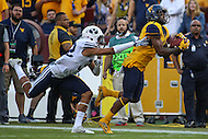 Landover, MD - September 23, 2016: West Virginia Mountaineers wide receiver Shelton Gibson (1) catches a pass during game between BYU and WVA at  FedEx Field in Landover, MD.  (Photo by Elliott Brown/Media Images International)