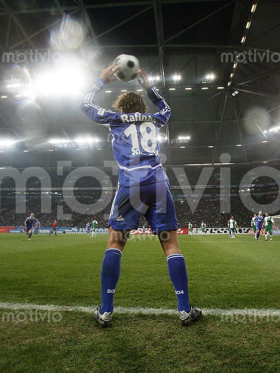 FUSSBALL     1. BUNDESLIGA     SAISON 2007/2008   20. SPIELTAG FC Schalke 04 - VfL Wolfsburg              15.02.2008 RAFINHA (FC Schalke 04) beim Einwurf in der Veltins Afrena