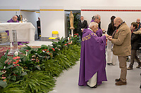 Roma 18 Dicembre 2015<br /> Papa Francesco apre la Porta Santa della Carit&agrave; nell&rsquo;ostello della Caritas diocesana intitolato a don Luigi Di Liegro, in via Marsala, vicino alla stazione Termini di Roma.<br /> Rome, Italy.13th December 2015<br /> Francis Pope opens Holy Door of Charity in the hostel of the diocesan Caritas named after Don Luigi Di Liegro, in Via Marsala, near the Termini station in Rome.