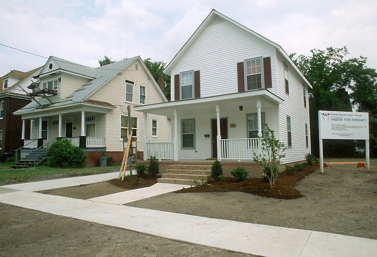 1993 MAY 20..Conservation.Park Place..HABITAT FOR HUMANITY HOMES.418 WEST 30TH STREET.EXTERIOR...NEG#.NRHA#..