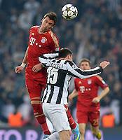 FUSSBALL  CHAMPIONS LEAGUE  VIERTELFINALE  RUECKSPIEL  2012/2013      Juventus Turin - FC Bayern Muenchen        10.04.2013 Mario Mandzukic (li, FC Bayern Muenchen) gegen Andrea Barzagli (re, Juventus Turin)