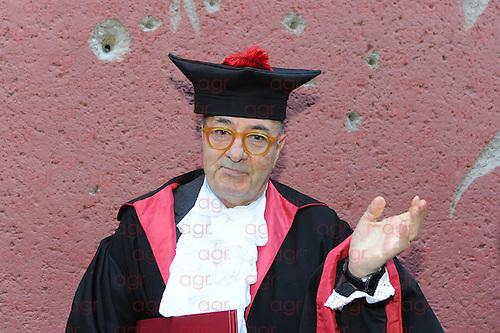 13 dicembre Università la Sapienza di Roma ,nell'aula magna della Facoltà di Architettura è stata conferita a Dante Ferretti la laurea honoris causa in architettura