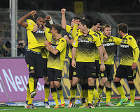 FUSSBALL   1. BUNDESLIGA  SAISON 2011/2012   14. Spieltag   26.11.2011 Borussia Dortmund - FC Schalke 04                  JUBEL Dortmund nach dem Tor zum 2-0; Torschuetze Felipe Santana (li)