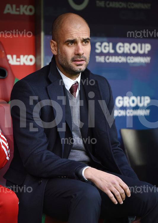 Fussball  1. Bundesliga  Saison 2014/2015  15. Spieltag  FC Augsburg - FC Bayern Muenchen     13.12.2014 Trainer Pep Guardiola (FC Bayern Muenchen) nachdenklich