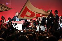 France , Paris . Francois Hollande , candidat a la primaire de gauche , en meeting au bataclan . Jeudi 13 octobre 2011©Jean-Claude Coutausse / french-politics.com pour Le Monde