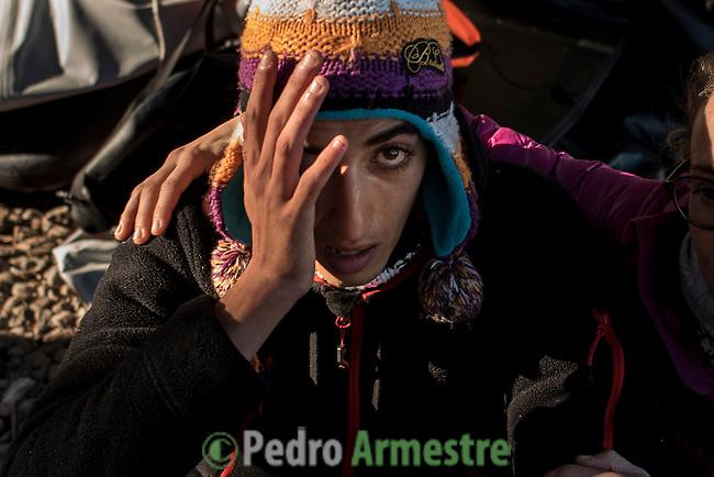 2015/12/01. Lesbos, Grecia. <br /> Saad, adolescente sirio descansa tras bajarse de la embarcaci&oacute;n en la que ha viajado hasta Grecia desde Turqu&iacute;a huyendo de la guerra de Siria. Tres meses despu&eacute;s de la muerte de Aylan Kurdi, Save the Children recuerda que la seguridad de las fronteras no puede estar por encima de los derechos de los refugiados. Solo a Grecia han llegada m&aacute;s 728.000 personas refugiadas en lo que va de a&ntilde;o, el 26% son ni&ntilde;os. La mayor&iacute;a han llegado en peque&ntilde;as embarcaciones a la isla griega  de Lesbos procedentes de Turqu&iacute;a. Desde la muerte de Aylan m&aacute;s de 120 ni&ntilde;os han muerto en el mar intentando llegar a Europa. <br /> &copy; Pedro Armestre/ Save the Children Handout. No ventas -No Archivos - Uso editorial solamente - Uso libre solamente para 14 d&iacute;as despu&eacute;s de liberaci&oacute;n. Foto proporcionada por SAVE THE CHILDREN, uso solamente para ilustrar noticias o comentarios sobre los hechos o eventos representados en esta imagen.<br /> &copy; Pedro Armestre/ Save the Children Handout - No sales - No Archives - Editorial Use Only - Free use only for 14 days after release. Photo provided by SAVE THE CHILDREN, distributed handout photo to be used only to illustrate news reporting or commentary on the facts or events depicted in this image.