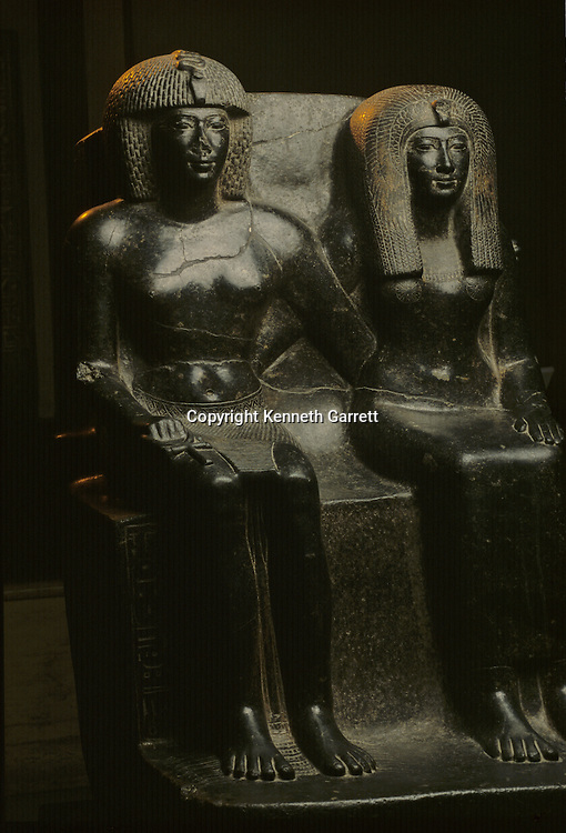 Staue of Tuthmosis IV and his mother, Tutankhamun and the Golden Age of the pharaohs, Page 34