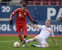 FUSSBALL   1. BUNDESLIGA  SAISON 2012/2013   16. Spieltag FC Augsburg - FC Bayern Muenchen         08.12.2012 Thomas Mueller (li, FC Bayern Muenchen) gegen Kevin Voigt (FC Augsburg)