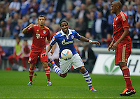 Fussball Bundesliga Saison 2011/2012 6. Spieltag FC Schalke 04 - FC Bayern Muenchen V.l.: RAFINHA (FCB), Jefferson FARFAN (Schalke), Jerome BOATENG (FCB).