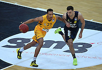 Basketball  1. Bundesliga  2016/2017  Hauptrunde  14. Spieltag  16.12.2016 Walter Tigers Tuebingen - Alba Berlin Mauricio Marin (li, Tigers) gegen Ismet Akpinar (re, Alba)