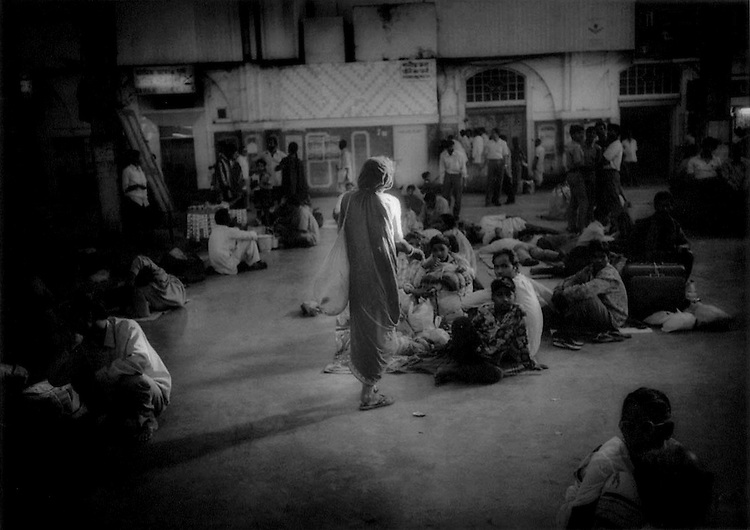Old station-dwelling woman begging in Howrah Station, Calcutta (Kolikata), India.