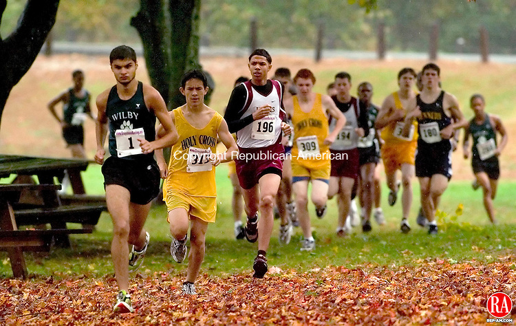 THOMSTON, CT - 14 OCTOBER 2005 -101405JS04 Male runner make their way through the course during the Waterbury City Cross Country Championships held Friday at Black Rock Park in Thomaston.    --Jim Shannon / Republican-American-- Black Rock Park; Thomaston are CQ