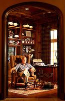 Barry Switzer.former Head Coach.University of Oklahoma.Dallas Cowboys.phorographed at home in Norman, OK.Friday, June 9 2006.Photograph by Darren Carroll. .