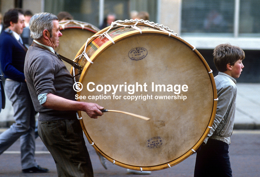 Anti Anglo-Irish Agreement Rally, City Hall, Belfast, Saturday, 23rd November 1985 - Lambeg drummer and his assistant on their way to the rally. 19851112w..Copyright Image from Victor Patterson, 54 Dorchester Park, Belfast, UK, BT9 6RJ..Tel: +44 28 9066 1296.Mob: +44 7802 353836.Voicemail +44 20 8816 7153.Skype: victorpattersonbelfast.Email: victorpatterson@me.com.Email: victorpatterson@ireland.com (back-up)..IMPORTANT: If you wish to use this image or any other of my images please go to www.victorpatterson.com and click on the Terms & Conditions. Then contact me by email or phone with the reference number(s) of the image(s) concerned.