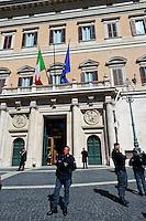 Roma 16 Marzo2013.Montecitorio, secondo giorno della  XVII legislatura..Le forze dell'ordine  davanti la Camera dei Deputati.