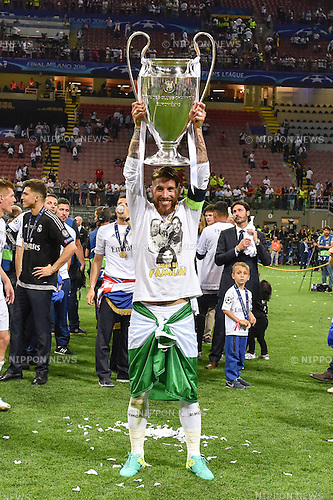 Sergio Ramos (Real), MAY 28, 2016 - Football / Soccer : Sergio Ramos of Real Madrid celebrates with the trophy after winning the penalty shoot-out during the UEFA Champions League final match between Real Madrid 1(5-3)1 Atletico de Madrid at Stadio Giuseppe Meazza San Siro in Milan, Italy. (Photo by aicfoto/AFLO)