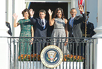From left to right: Mrs. Agnese Landini; Prime Minister Matteo Renzi of Italy; first lady Michelle Obama; and United States President Barack Obama wave from the South Portico at the end of the Official Arrival Ceremony on the South Lawn of the the White House in Washington, DC on Tuesday, October 18, 2016.  <br /> Credit: Ron Sachs / CNP /MediaPunch