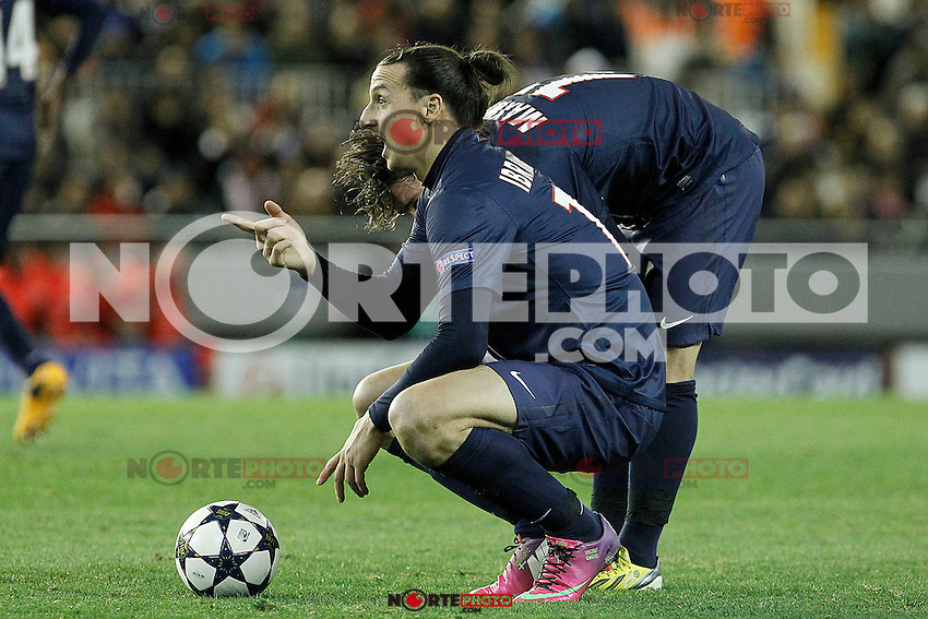 Paris Saint-Germain's Zlatan Ibrahimovic (l) and Maxwell during Champions League 2012/2013 match.February 12,2013. (ALTERPHOTOS/Acero)