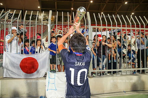 Daisuke Sakai (JPN), OCTOBER 30, 2016 - Football / Soccer : Daisuke Sakai of Japan celebrates with the trophy after winning the AFC U-19 Championship Bahrain 2016 Final match between Japan 0(5-3)0 Saudi Arabia at Bahrain National Stadium in Riffa, Bahrain. (Photo by AFLO)