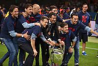 FUSSBALL  CHAMPIONS LEAGUE  FINALE  SAISON 2014/2015   Juventus Turin - FC Barcelona                 06.06.2015 Der FC Barcelona gewinnt die Champions League 2015: Trainer Luis Enrique (Mitte) jubelt mit dem Pokal