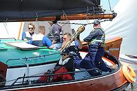 SKÛTSJESILEN: GROU: 18-07-2015, SKS kampioenschap 2015, Skûtsje d'Halve Maen (Drachten) tijdens de openingswedstrijd, schipper Berend Mink, ©foto Martin de Jong