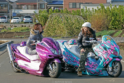 Megumi Takada on Yamaha Majesty ( Bell Custom ) with Hiroe Kobayashi on Suzuki Skywave ( Dream Factory ).