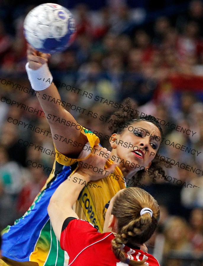 BELGRADE, SERBIA - DECEMBER 22:  Ana Rodrigues (L) of Brazil in action against  Jelena Eric (R) Serbia during the World Women's Handball Championship 2013 Final match between Brazil and Serbia at Kombank Arena Hall on December 22, 2013 in Belgrade, Serbia. (Photo by Srdjan Stevanovic/Getty Images)