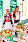 Die Marktfrauen Kumice verkaufen ihre selbst gezogenen und hergestellten Produkte. / The market women Kumice sell their home-grown and manufactured products.