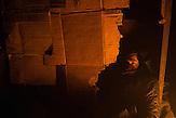 Belgrad, Serbien - Ungefähr 1600 Geflüchtete halten sich in diesem illegalen Camp in ehemaligen Lagerhäusern auf.  Die meisten haben mehrmals versucht über Ungarn oder Kroatien weiter zu kommen. Viele erzählen sie wurden von der ungarischen Polizei geschlagen oder gedemütigt oder bestohlen. Sie kommen vorwiegend aus Afganistan oder Pakistan.