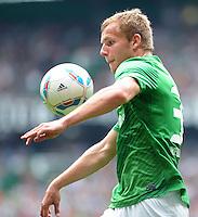 FUSSBALL   1. BUNDESLIGA   SAISON 2011/2012    1. SPIELTAG SV Werder Bremen - 1. FC Kaiserslautern             06.08.2011 Lennart THY (SV Werder Bremen) Einzelaktion am Ball