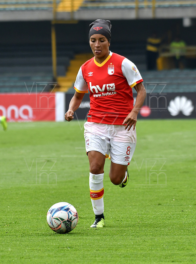 BOGOTA - COLOMBIA - 26-02-2017: Paola Sanchez, jugadora de Independiente Santa Fe, en acción, durante partido por la fecha 2 entre Independiente Santa Fe y Atletico Huila, de la Liga Femenina Aguila 2017, en el estadio Nemesio Camacho El Campin de la ciudad de Bogota. / Paola Sanchez, player of Independiente Santa Fe, in action, during a match of the date 2 between Independiente Santa Fe and Atletico Huila, for the Liga Femenina Aguila 2017 at the Nemesio Camacho El Campin Stadium in Bogota city, Photo: VizzorImage / Luis Ramirez / Staff.