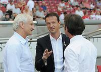 FUSSBALL   1. BUNDESLIGA  SAISON 2011/2012   3. Spieltag     20.08.2011 VfB Stuttgart - Bayer Leverkusen        Im Gespraech, Trainer Bruno Labbadia (VfB Stuttgart,re), Sportdirektor Fredi Bobic (VfB Stuttgart, mitte) mit Sportdirektor Rudi Voeller (Bayer Leevrkusen, li)