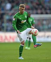 FUSSBALL   1. BUNDESLIGA   SAISON 2012/2013    30. SPIELTAG SV Werder Bremen - VfL Wolfsburg                          20.04.2013 Aaron Hunt (SV Werder Bremen) Einzelaktion am Ball