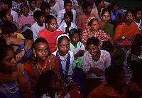 gruppo di ragazze dell' hasram di Kailash Satyarthi Nobel per la pace 2014 (inizi anni 2000)