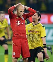 FUSSBALL   1. BUNDESLIGA   SAISON 2011/2012   30. SPIELTAG Borussia Dortmund - FC Bayern Muenchen            11.04.2012 Der enttaeuschte Arjen Robben (li, FC Bayern Muenchen) muss sich wuetende Worte von Neven Subotic (re, Borussia Dortmund )anhoeren