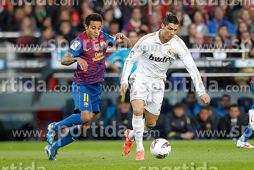 21.04.2012, Stadion Camp Nou, Barcelona, ESP, Primera Division, FC Barcelona vs Real Madrid, 35. Spieltag, im Bild Barcelona's Thiago Alcantara and Real Madrid's Cristiano Ronaldo // during the football match of spanish 'primera divison' league, 35th round, between FC Barcelona and Real Madrid at Camp Nou stadium, Barcelona, Spain on 2012/04/21. EXPA Pictures © 2012, PhotoCredit: EXPA/ Alterphotos/ Cesar Cebolla..***** ATTENTION - OUT OF ESP and SUI *****