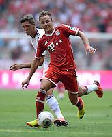 Fussball  1. Bundesliga  Saison 2013/2014  3. Spieltag FC Bayern Muenchen - 1. FC Nuernberg       24.08.2013 Mario Goetze (vorn, FC Bayern Muenchen) gegen Niklas Stark (hinten, 1. FC Nuernberg)