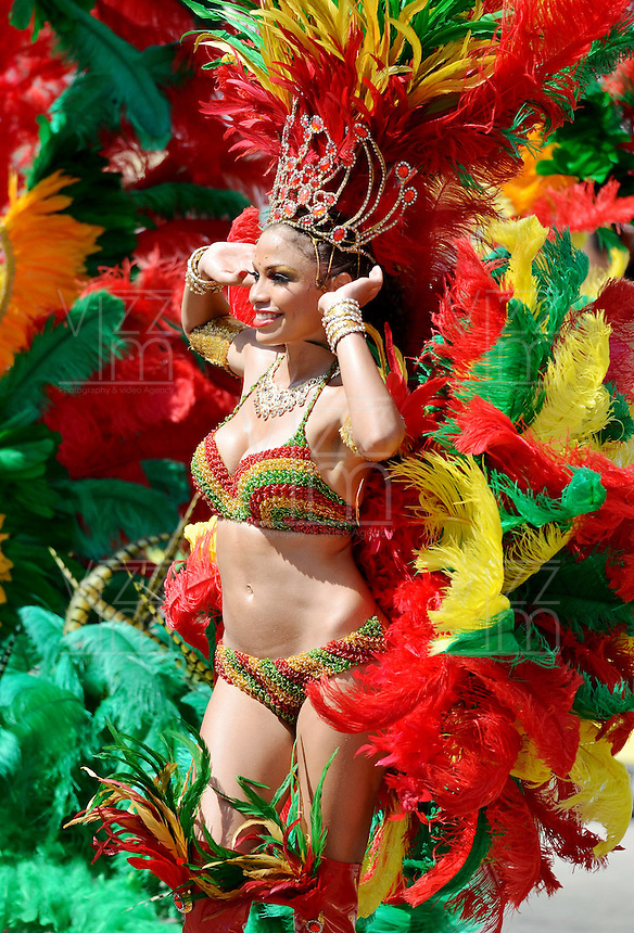 BARRANQUILLA-COLOMBIA-11-02-2013: Barranquilla vivió y disfrutó del desfile en su tercer día de Carnaval del Bicentenario con centenares de disfraces y agrupaciones que junto a los asistentes hicieron un desfile multitudinario y con mucho sabor barranquillero. Barranquilla lived and enjoyed the parade in his third day of Carnival Bicentennial with hundreds of costumes and groups together the assistants did a massive parade and flavorful Barranquilla. (Foto VizzorImage / Cont.).......