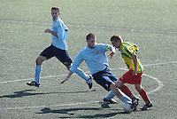 VOETBAL: Leeuwarden: Sportpark Wiarda, 09-09-2012, Zondag 1e klasse F, FVC - LAC Frisia, Eindstand 4-0, FVC-speler Jeffrey Hollander (rechts) in duel met de Frisia-aanvoerder, ©foto Martin de Jong