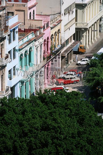 """Cuba/La Havane: Façades du Prado vues depuis le restaurant panoramique de l'hôtel """"Sévilla"""" Trocadéro n°56 Prado - Architecture baroque et couleurs de l'Art Déco"""